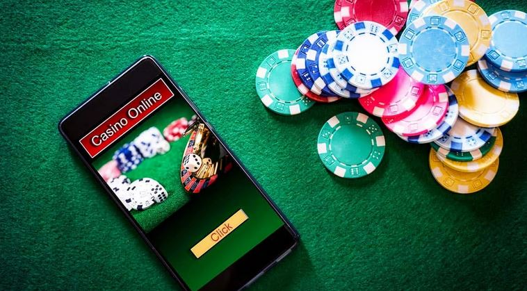 Casino on the Mobile- the Pross and Cons of Playing with Gadgets